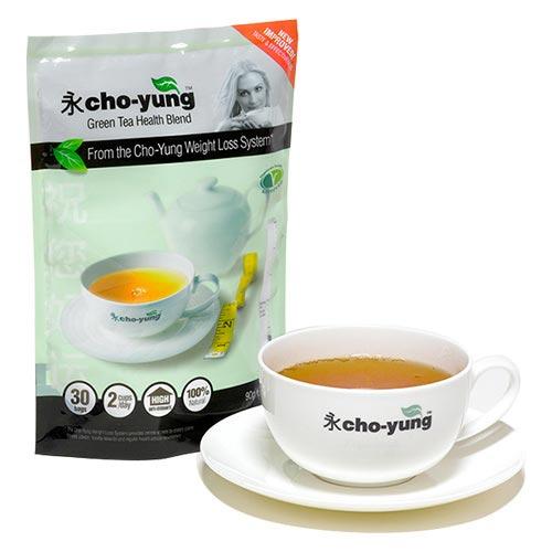 vista frontale della confezione del tè cinese dimagrante weightworld cho-yungs accanto a una tazza di tè