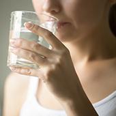 detossificare il corpo per vivere meglio bevendo molta acqua