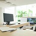 scrivania e computer per mostrare cosa fare al lavoro per prevenire le malattie