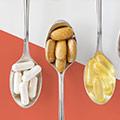 immagine di cucchiai contenenti capsule e compresse